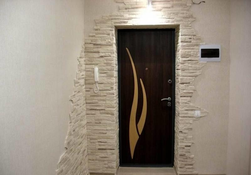 Оздоблення дверного отвору вхідних дверей