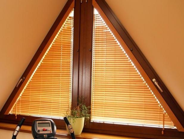 Особливості та оформлення трикутних вікон