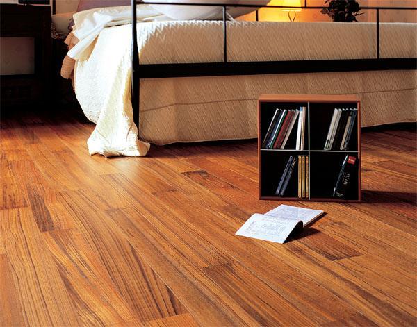 Як укласти лінолеум на дерев'яну підлогу