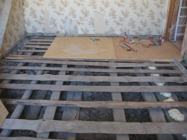 Вирівнювання дерев'яної підлоги фанерою