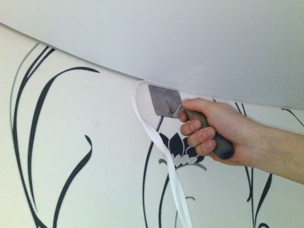 Використання клею для натяжної стелі
