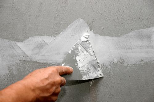 Як закрити тріщини на стелі?
