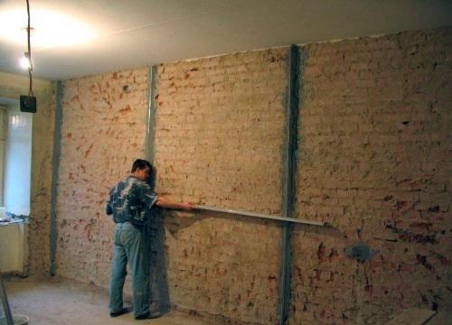 Оштукатурювання поверхні стін