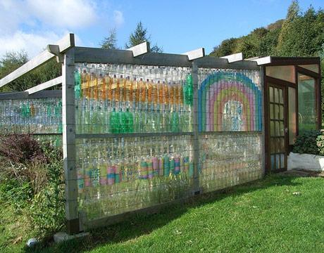 Робимо паркан з пластикових пляшок своїми руками
