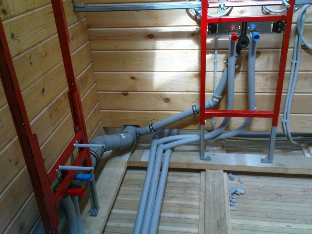 Визначаємо кут нахилу каналізаційної труби: монтаж труб