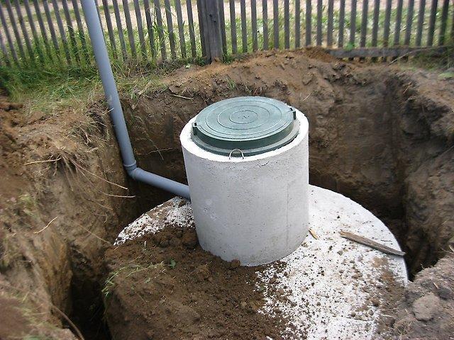 Вигрібна яма з бетонних кілець своїми руками – технологія побудови