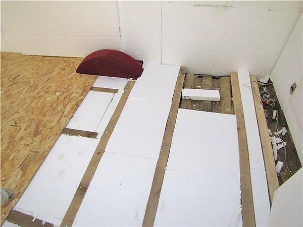 Утеплюємо дерев'яну підлогу за допомогою пінопласту