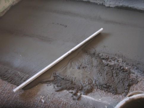 Як ізолювати підлогу з бетону своїми руками