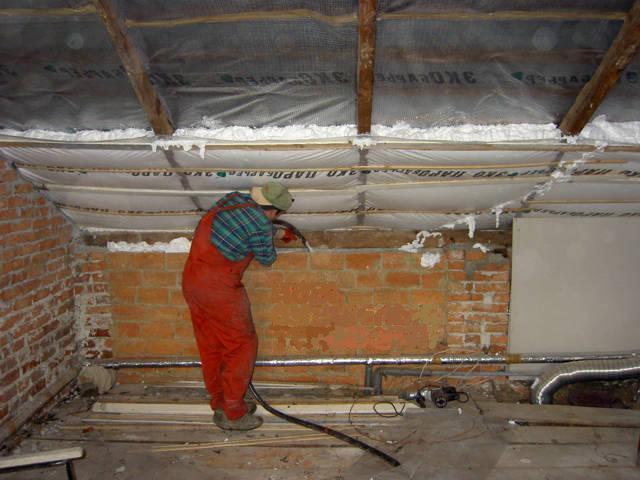 Чим і як проводять утеплення мансардного даху