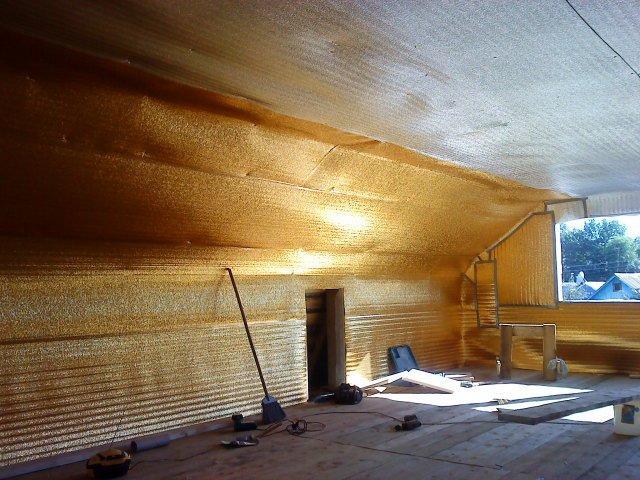Проведення якісного утеплення дахів дерев'яного будинку