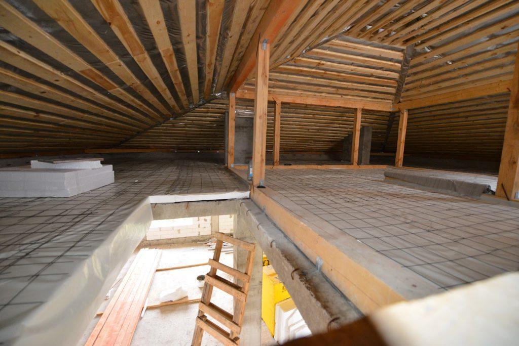 24914 Який матеріал використовувати для утеплення даху?