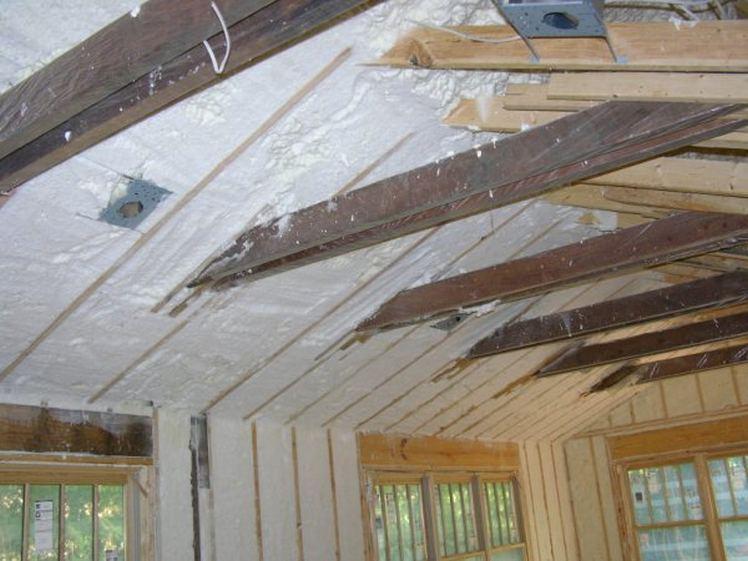 Як і чим можна утеплити дах