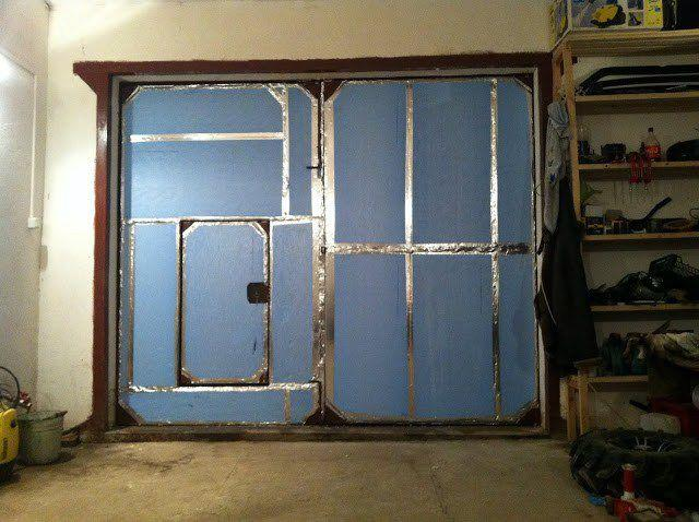 Як слід правильно утеплити гаражні ворота самому?