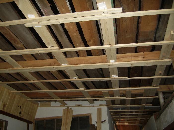 Як утеплити стіни дерев'яного будинку зсередини: корисні поради
