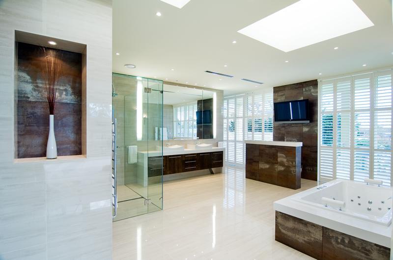 Перегородка між ванною та туалетом — як поєднати красу та функціональність