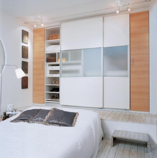 Идея для освещения шкафа в спальне