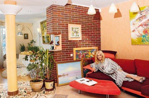 49840 Великолепный трехэтажный особняк певицы Таисии Повалий