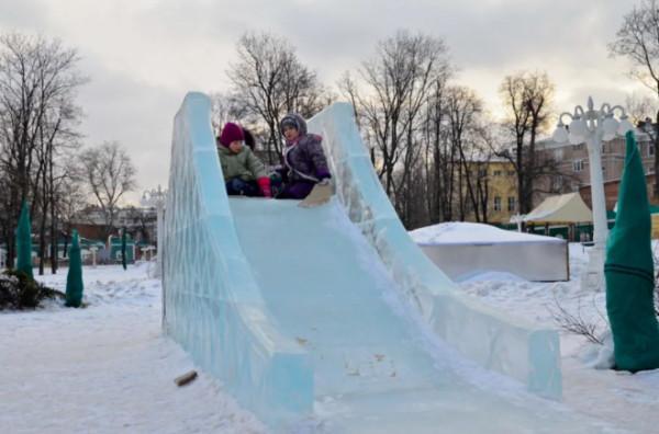 52299 Как своими руками построить удобную и безопасную ледяную горку для детей