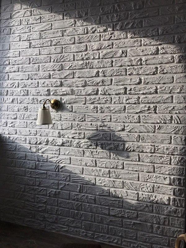 Декорирование стены под кирпич